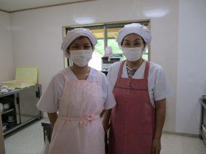 調理の(左)まり先生・(右)大川先生
